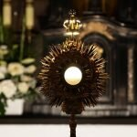 Posmakuj ciszy w Studni – w każdy czwartek Adoracja Najświętszego Sakramentu